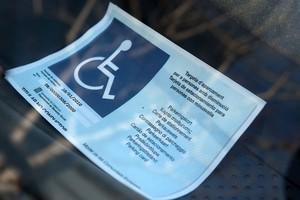 Tarjeta de parking para minusválidos.