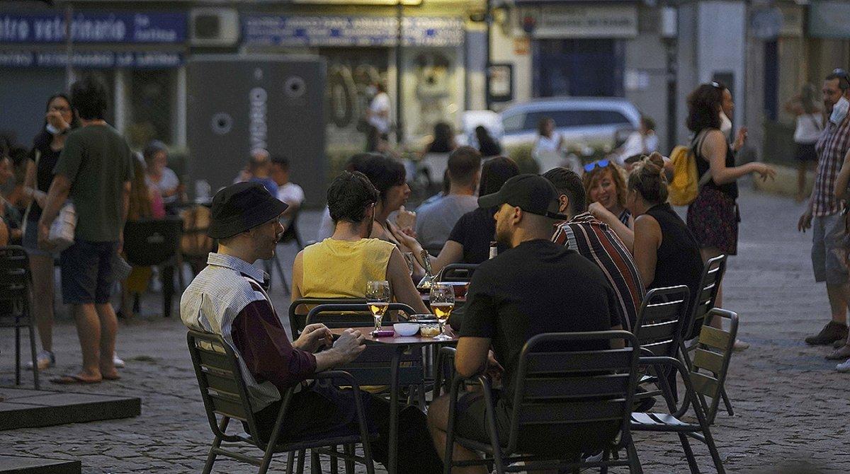 Terraza llena en el barrio de La Latina de Madrid, el 24 de julio.