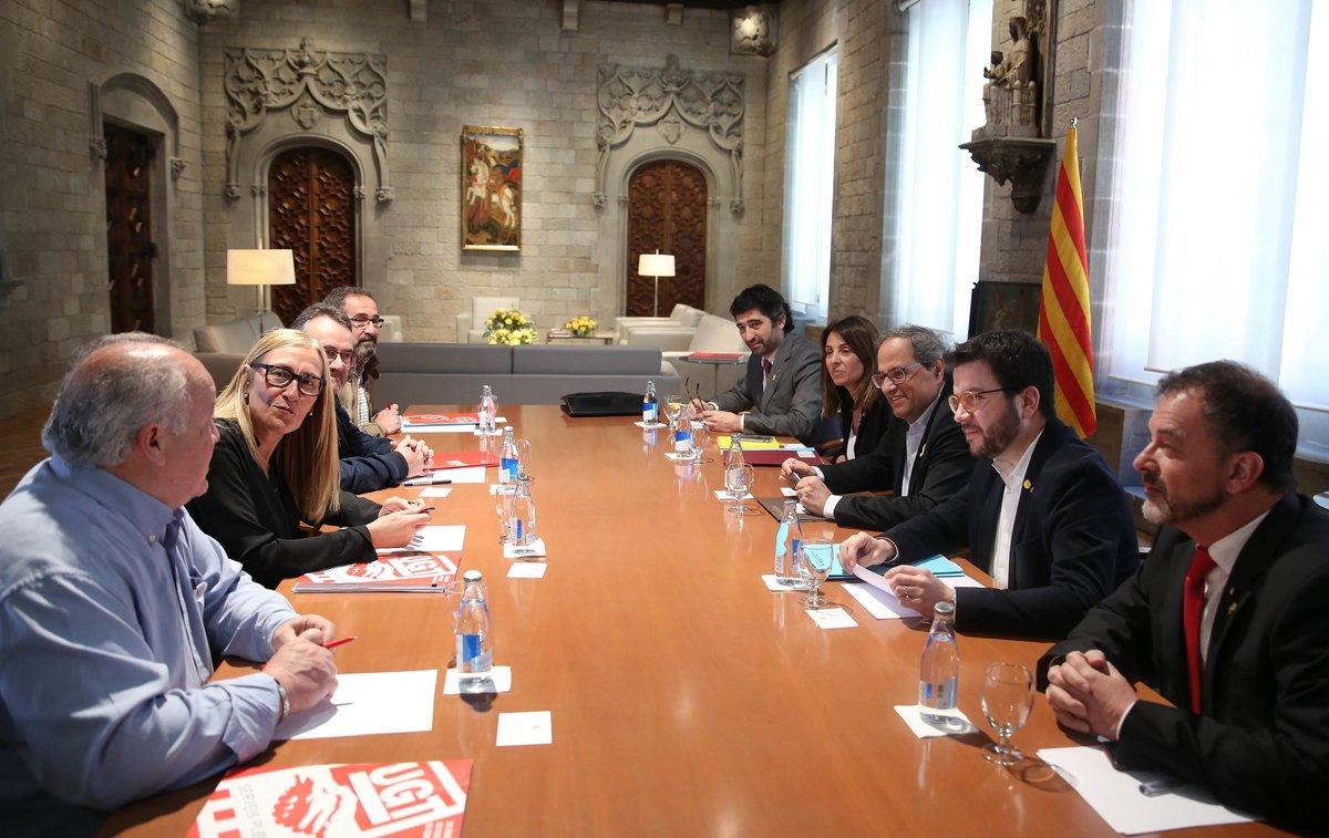 El 'president' Quim Torra, el 'vicepresident' Aragonés y los'consellers' Puigneró y Bosch se reúnen con los representantes de CCOO y UGT por el retorno de las pagas extras de los funcionarios catalanes.