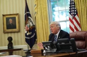 Trump, durante una entrevista en el Despacho Oval.