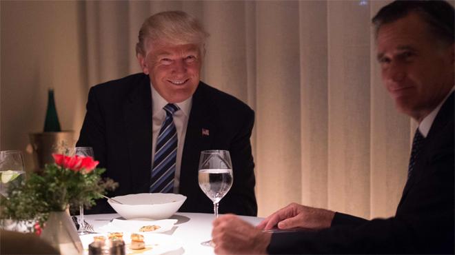 Anoche cenó con Mitt Romney en un restaurante de lujo para ofrecerle la secretaria de Estado