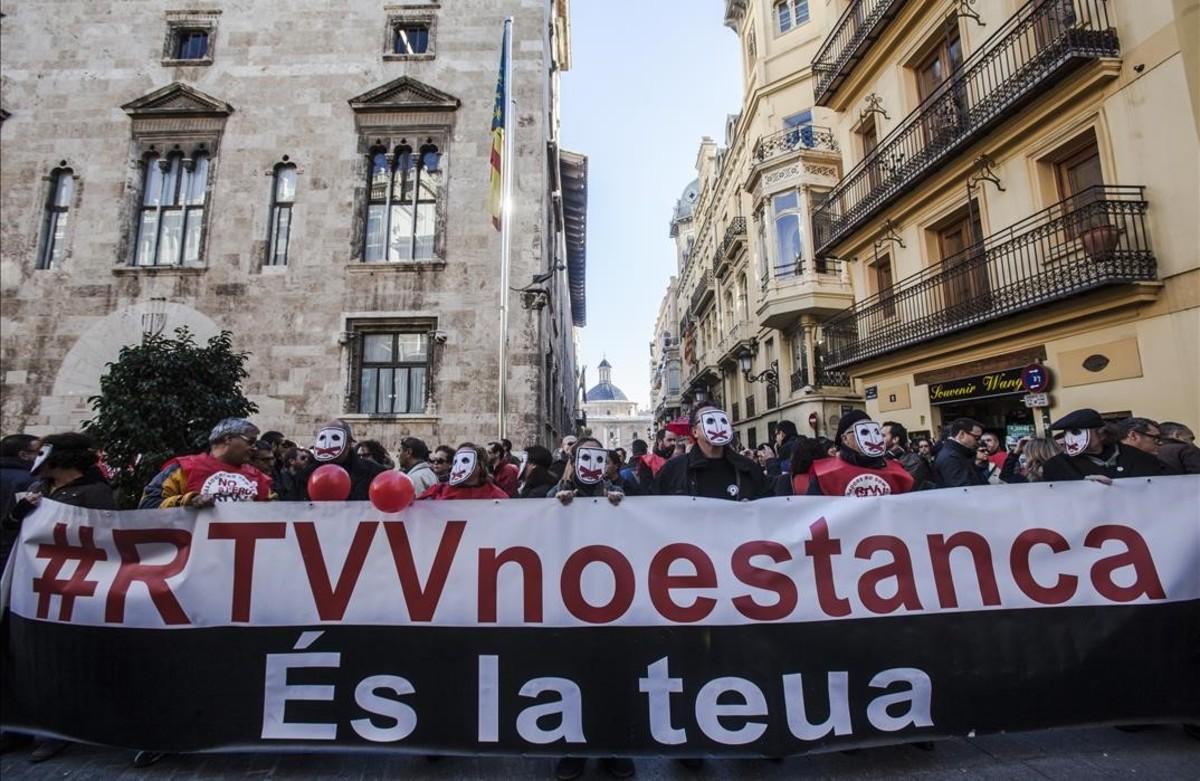Manifestación de los trabajadores contra el cierre de Canal 9.