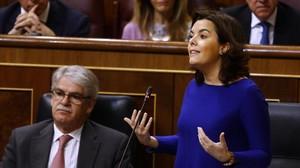 La vicepresidenta, Soraya Sáenz de Santamaría, este miércoles en la sesión de control al Gobierno en el Congreso.