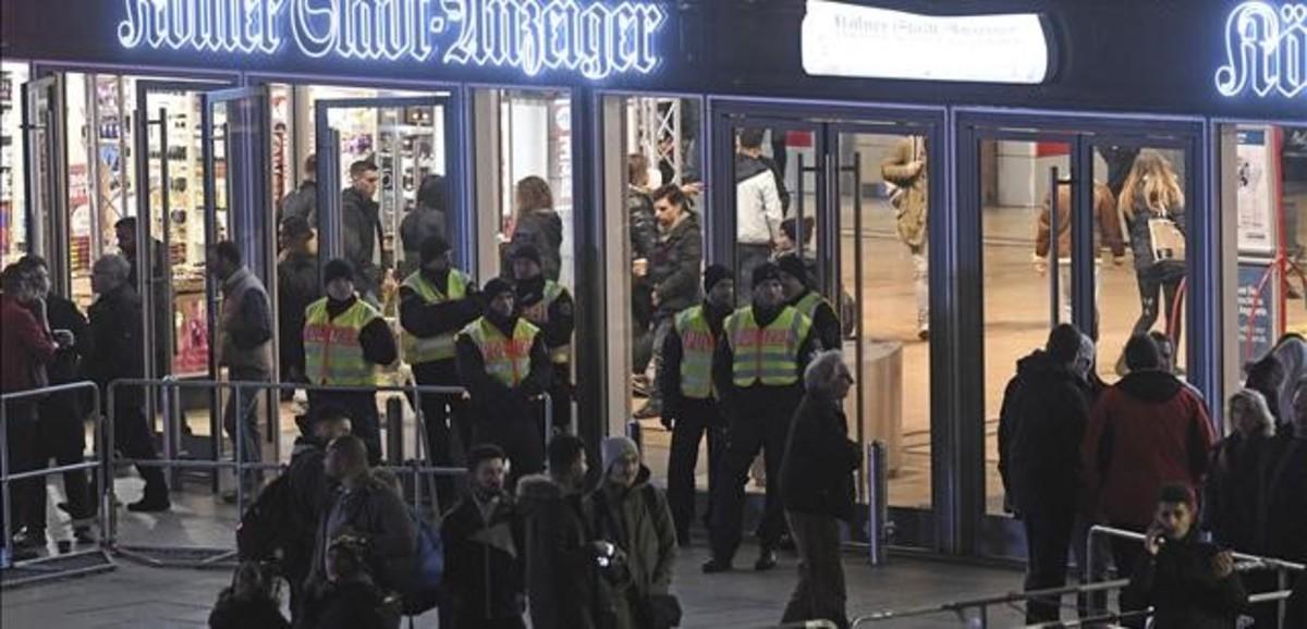 Despliegue policial en Alemania ante la estación de Colonia.