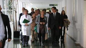 La 'consellera' de Salut, Alba Vergés, y el ministro de Sanidad, Salvador Illa, este miércoles en el Hospital Clínic de Barcelona.