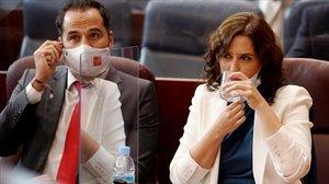 La presidenta de la Comunidad de Madrid, Isabel Díaz Ayuso, y el vicepresidente, Ignacio Aguado, el pasado 14 de septiembre, en la Asamblea regional.