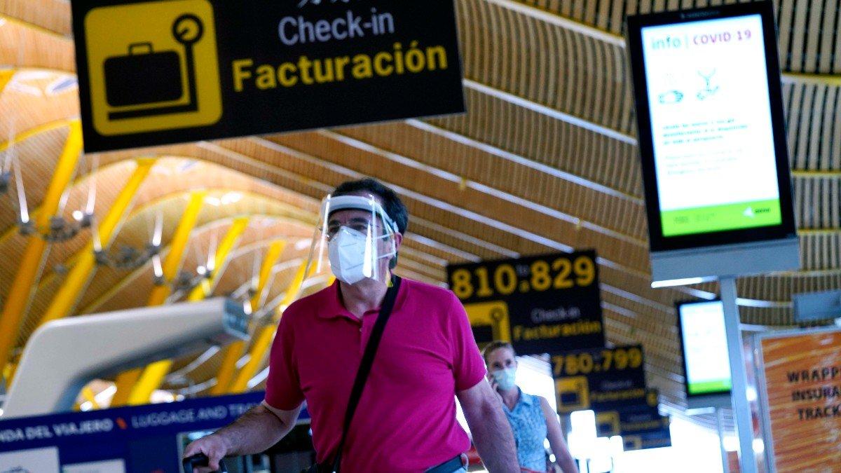 Viajar al extranjero: ¿Qué países imponen restricciones a España y de qué tipo?