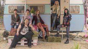 Isabel Naveira, Claudia RIera, Lisi Linder, Maggie Civantos, Najwa Nimri y, delante, Itziar Castro, en la serie 'Vis a vis: El Oasis', de Fox.'.