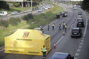 Una dona se suïcida a l'autopista a Mallorca i causa un greu accident