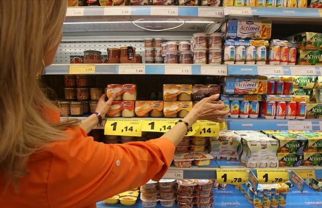 Yogures en un supermercado.