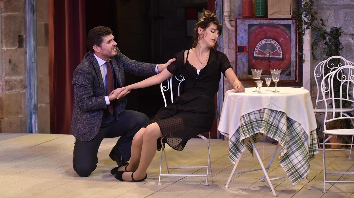 Ernest Villegas y Laura Aubert, en una escena de Lhostalera.