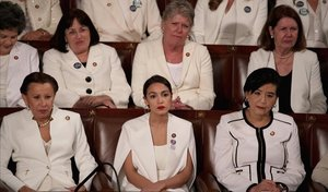Dones contra el caminant blanc
