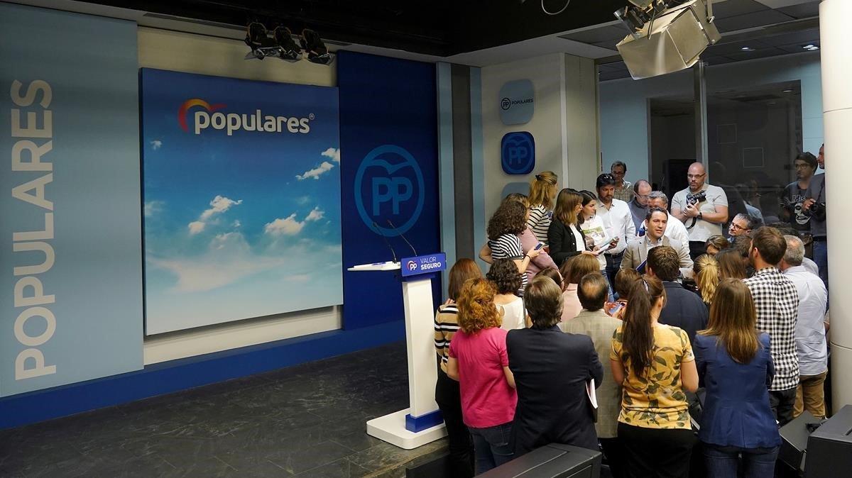 Teodoro García (PP) habla con la prensa tras valorar los malos resultados del 28-A.