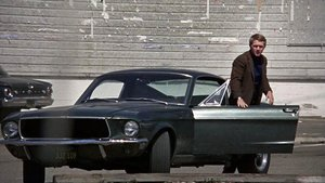 Steve McQueen en 'Bullit', con un Ford Mustang.