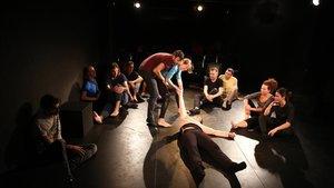 Porta 4 ofrece formación regular y talleres para principiantes. El teatro, prometen, te transforma.