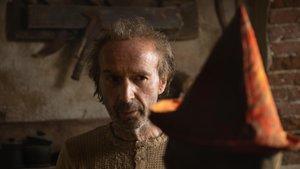 Geppetto (Roberto Benigni) y su criatura en 'Pinocho', de Matteo Garrone.