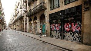Negocios cerrados en la calle de Ferran de Barcelona.