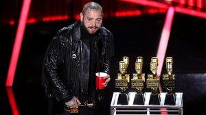 Post Malone agradece suspremios en la gala de Billboard.