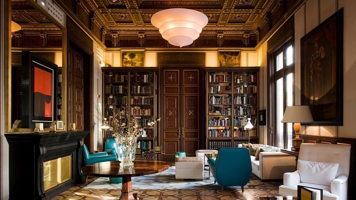 La antigua secretaría convertida en sala de biblioteca del hotel Cotton House.