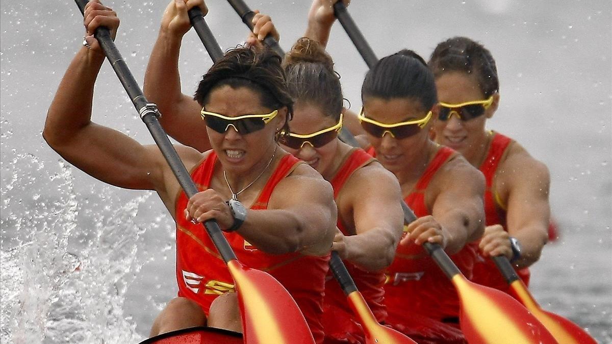 Beatriz Manchón, encabezando el equipo español de K-4 en los JJOO de Pekuín.