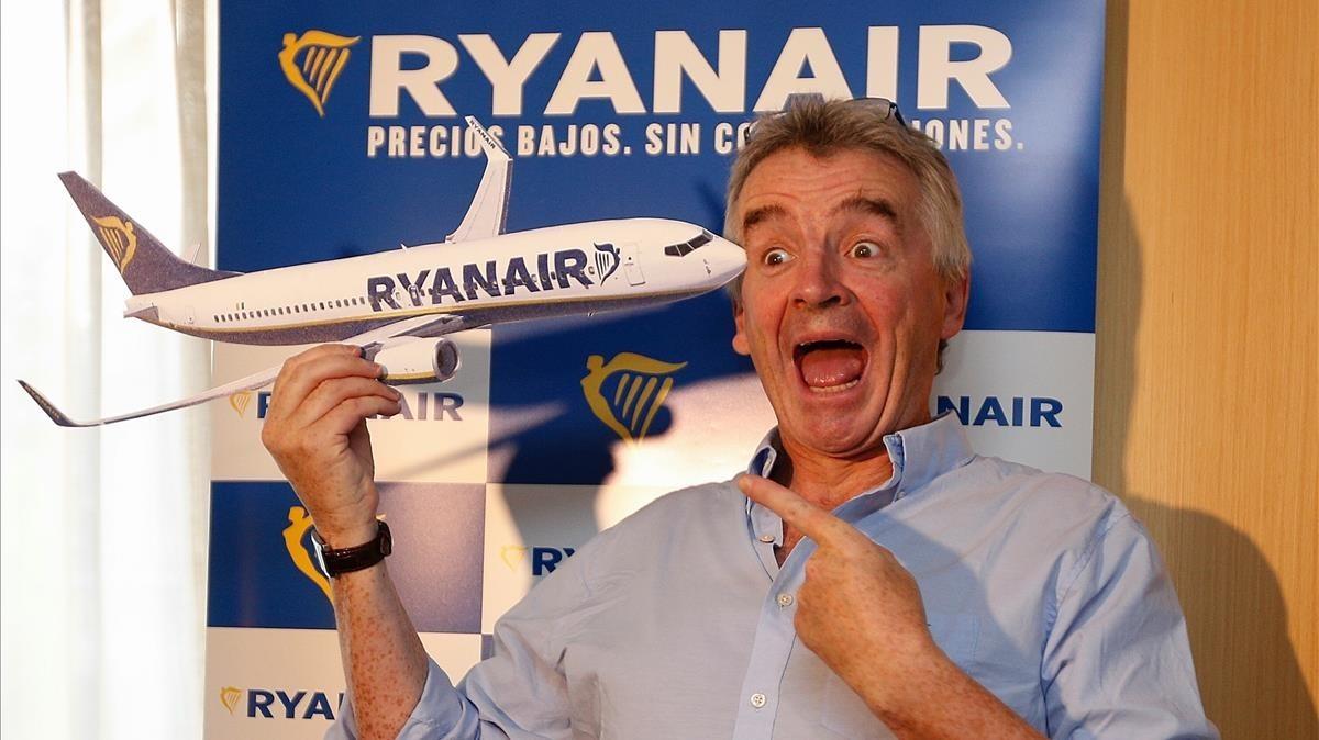El presidente de la compañía Ryanair, Michael OLeary, al inicio de la rueda de prensa.