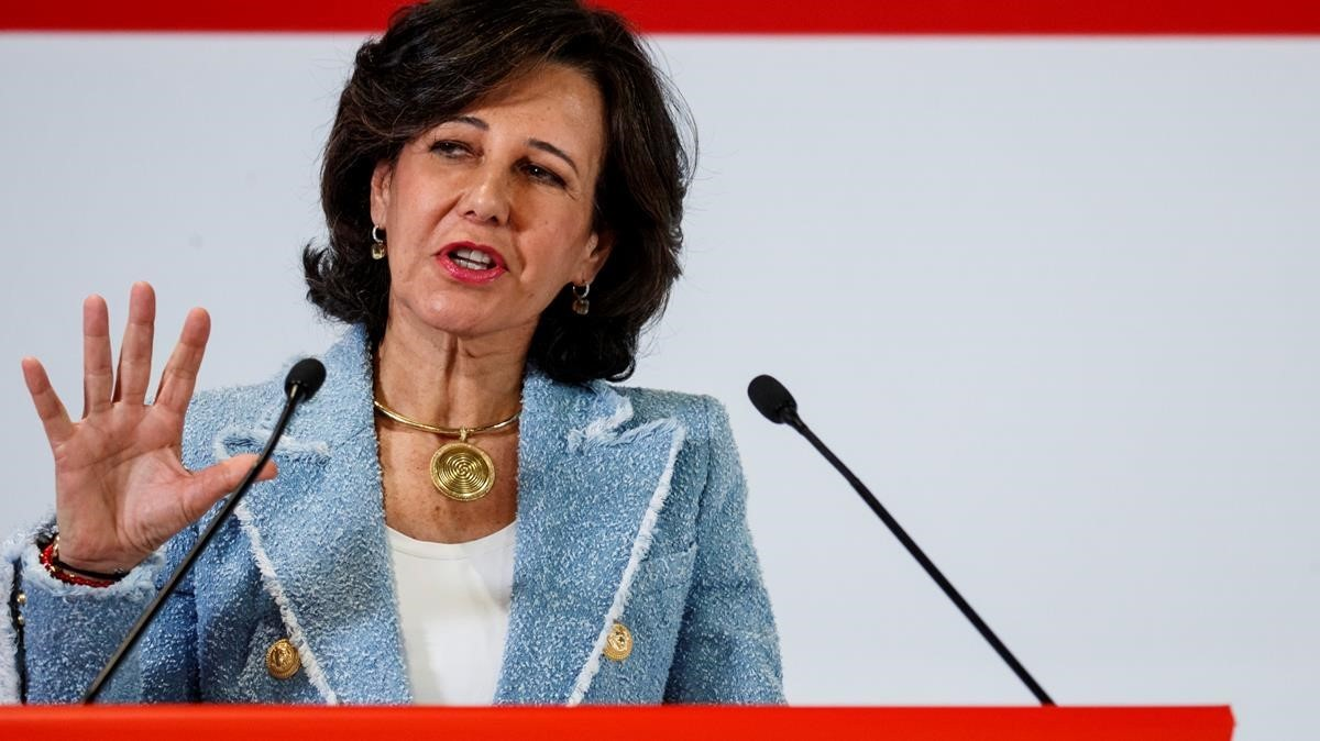 lmmarco41861731 spanish bank santander s executive chairman ana botin gives 180208182521