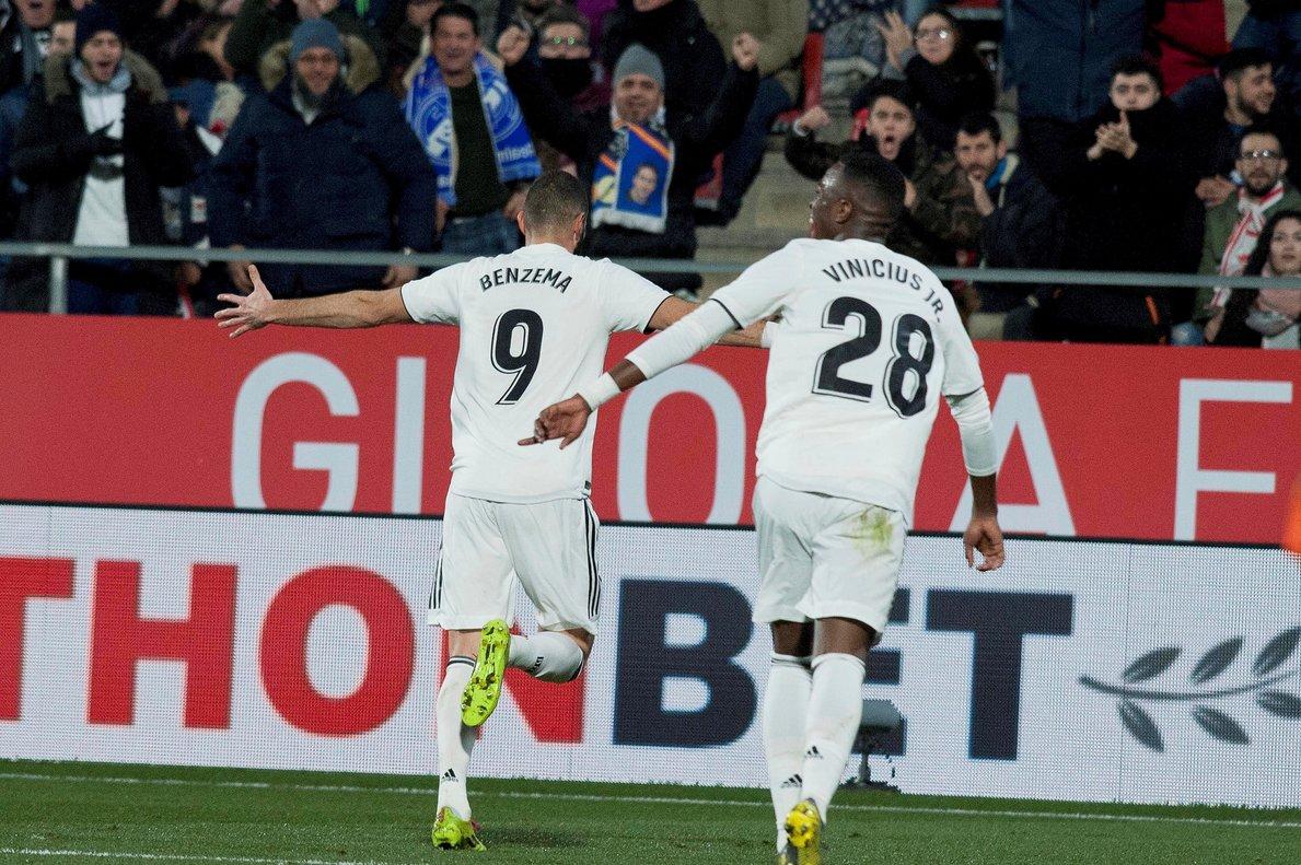 Benzema y Vinicius celebran un gol del Madrid.