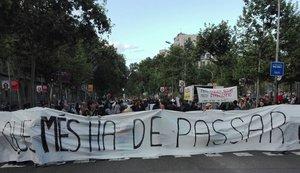 Manifestación previa a la concetración vecina en la Gran Via.