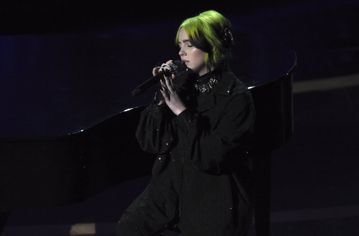 BillieEilish interpreta 'Yesterday' en la gala de los Oscar.