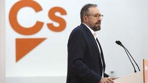 Juan Carlos Girauta, portavoz de Ciudadanos, en la rueda de prensa de este lunes.