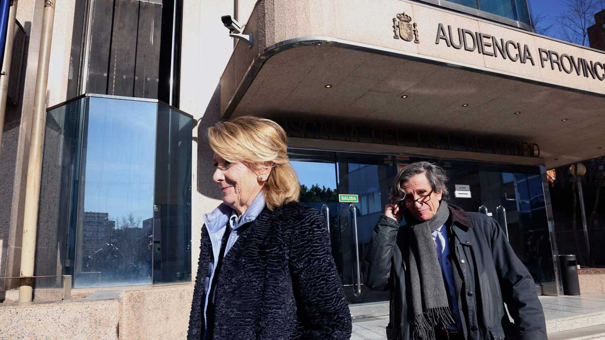 Aguirre y González testifican en el juicio del espionaje a cargos del PP. En la foto,Esperanza Aguirre, en la Audiencia Provincial.