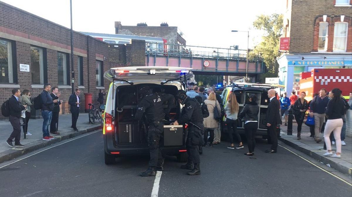 Dispositivo policial y de emergencias por el atentado en el metro de Londres.
