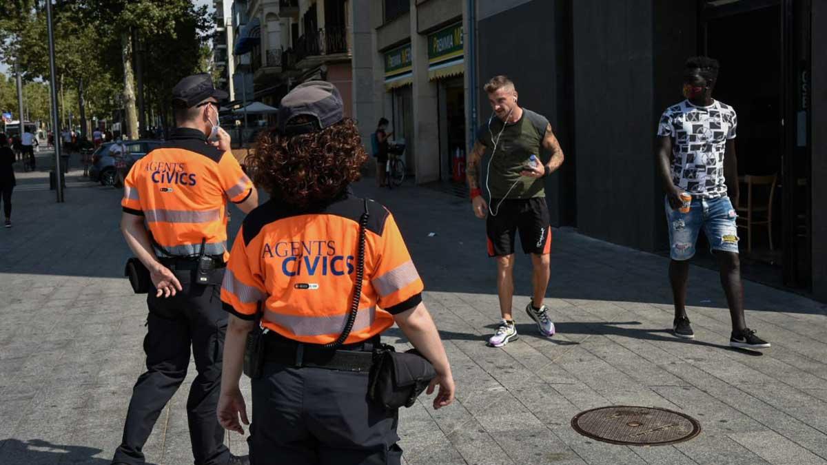 Barcelona amplía a 230 los informadores en la calle para combatir el coronavirus.