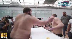 El campionat de bufetades que sorprèn mig món: 400 euros per a qui es mantingui dret