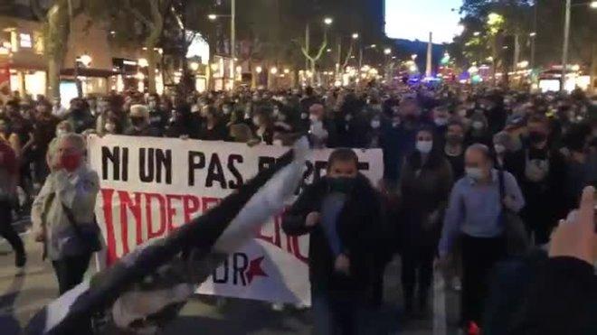 Cabecera de la manifestación en protesta por la inhabilitación del president Torra.