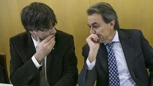 Carles Puigdemont y Artur Mas, en la reunión de la ejecutiva de CDC del pasado 18 de enero.