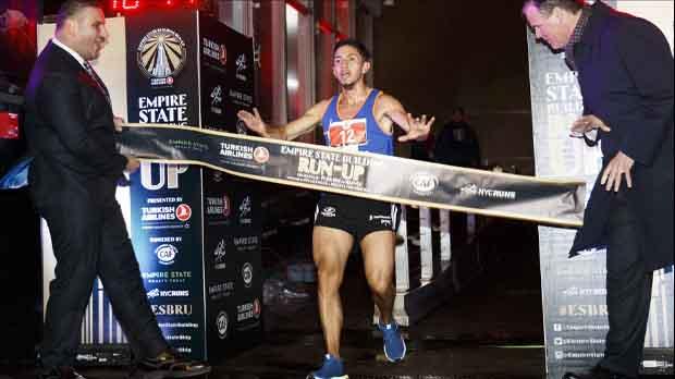 Ganó la tradicional carrera por las escaleras del Empire State Building, al remontar los 1.576 peldaños con un tiempo de 10 minutos y 50 segundos.