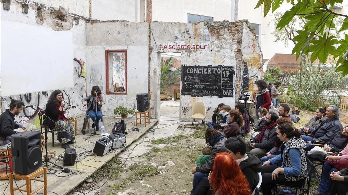 Concierto de de la cantautora Ángela Furquet en El Solar de la Puride Poble Sec.