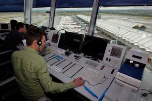 Controladores aéreos del aeropuerto de Barajas, en una imagen de archivo.