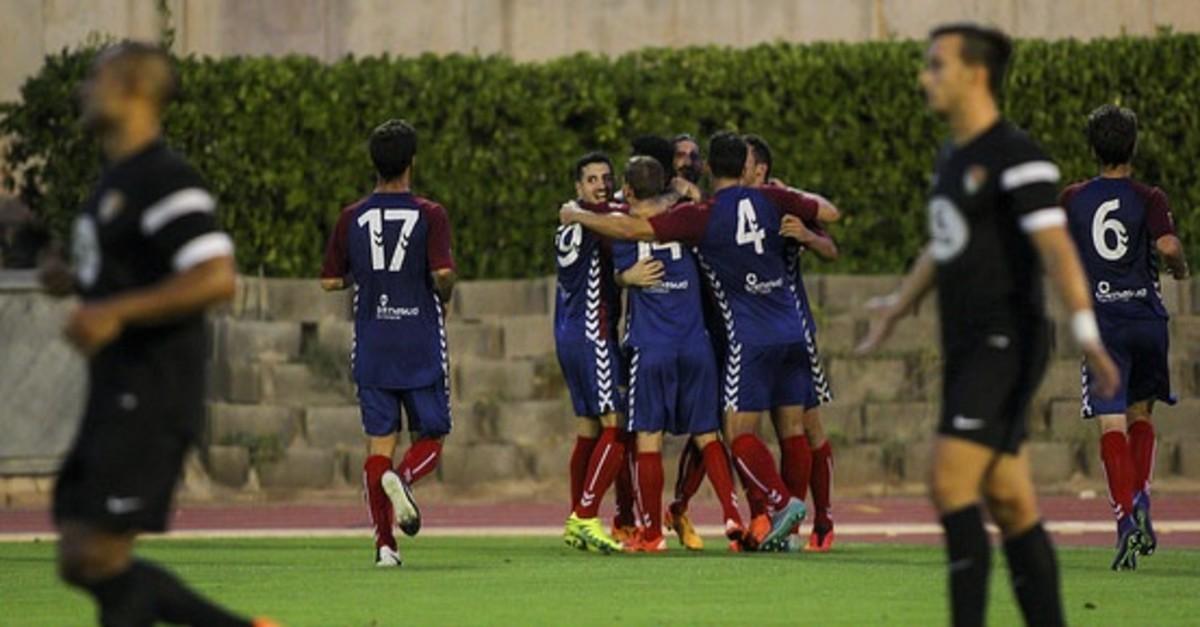 Los jugadores del Gavà celebrando la remontada ante el Terrassa que les permite seguir en la Copa Catalunya.