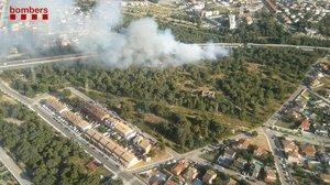Controlat l'incendi que ha obligat a tallar l'AP-7 a Roda de Berà