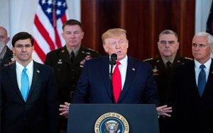 Donald Trump anunciando las sanciones contra Irán.
