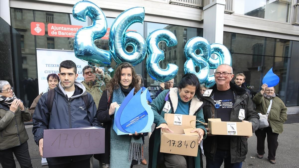 Entrega de firmas, el pasado 1 de marzo, de las plataformas ciudadanas que aspiraban a participar en la multiconsulta.