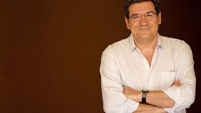 El ministro de Inclusión, Seguridad Social y Migraciones, José Luis Escrivá, en su casa.
