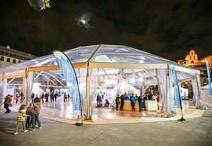 Aspecto de la plaza del Poble Espanyol durante el Lets Snow.