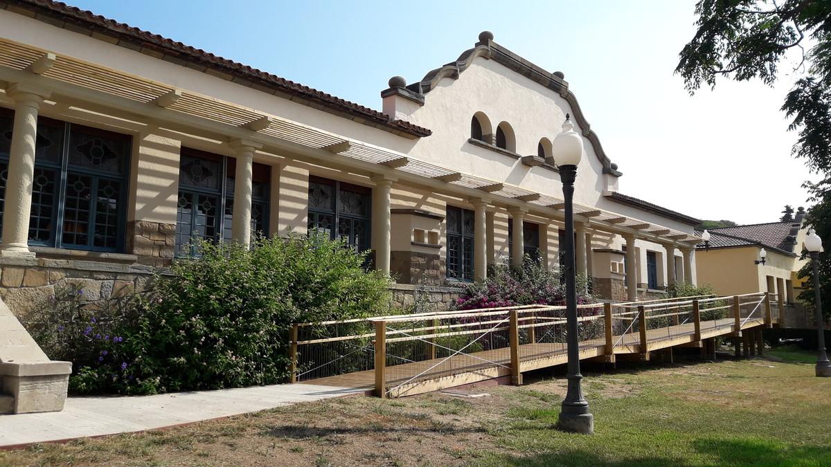 La fachada del nuevo equipamiento de la Escuela de Restauración de Santa Coloma.