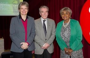 Christina Scheppelmann (izquierda), Miquel Lerín y Grace Bumbry, en la presentación del 54º Concurs Internacional de Cant TenorViñas en el Liceu.