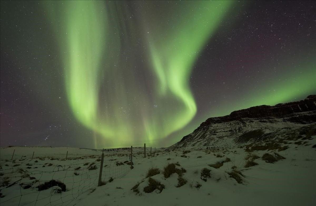 El fenomen de l'aurora borealal cel sobre Bifrost Western(Islàndia).