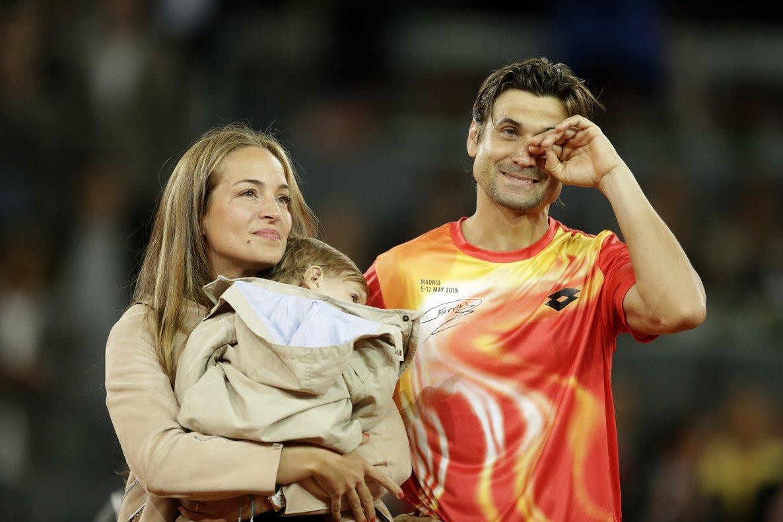 David Ferrer, junto a su mujer e hijo, en Madrid.