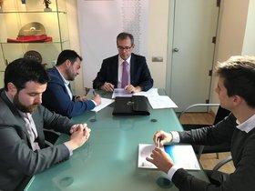 Firma del acuerdo en Badalona.